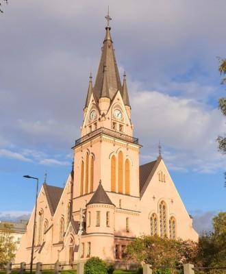 kirkko 330x400 - Kemin kirkko
