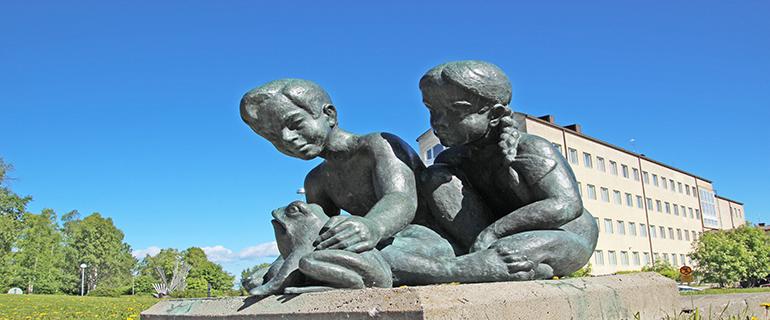 patsas uimahalli2 - Pieni patsaskierros Kemin keskustassa