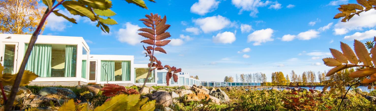 villat syksy 1480x440 - Experience365 - Seaside Glass Villas