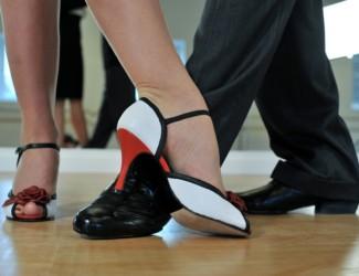 argentine tango 2079964 1920 325x250 - Tanssikurssit