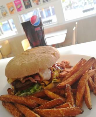 kallesburger 330x400 - Kalle's Burger Täiköntori