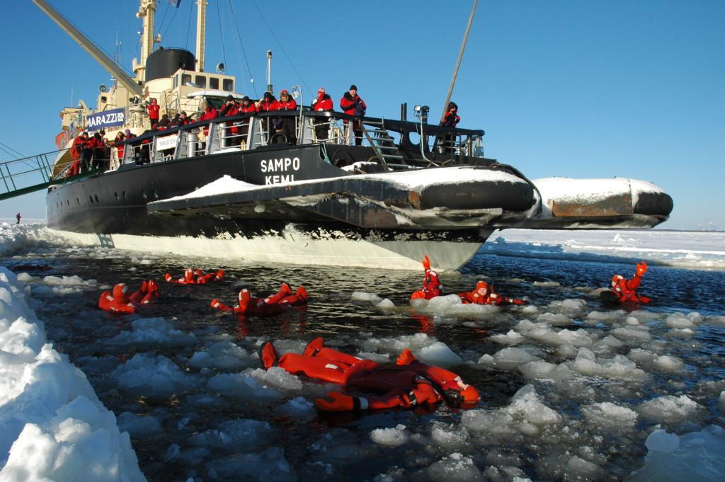 ice floating experience in icebreaker sampo 1024x681 - Jäänmurtaja Sampo